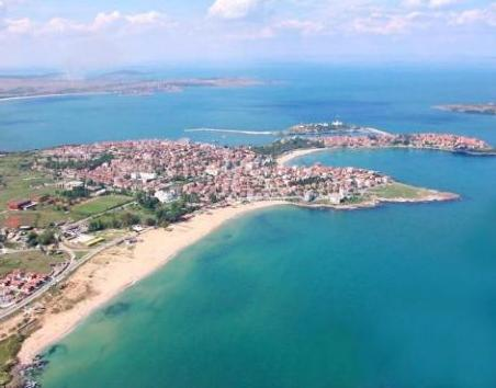 Three golf courts and an airport in Sozopol