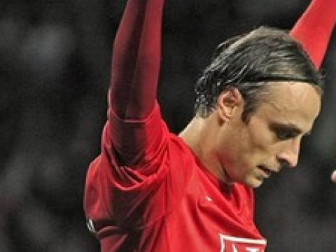 Berbatov scores another goal for United