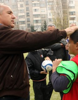 Boiko Borisov opens a sports field, promises another 60