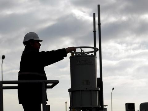 Greece feeds gas to Bulgaria