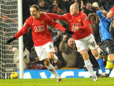 Manchester United at the top, Berbatov scored another goal