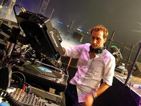 Paul Van Dyk with a gift for his devoted fans on Easter